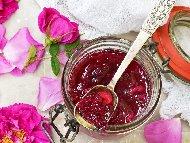 Рецепта Домашно сладко от чаена роза
